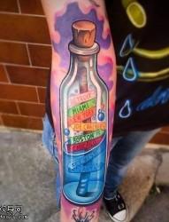 一款手臂彩色漂流瓶纹身图案