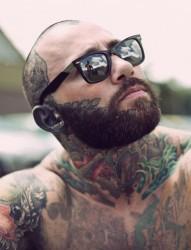 男士颈部霸气的纹身图案