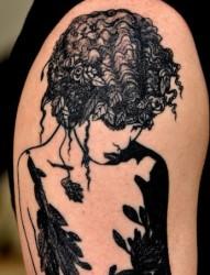 手臂上一款美女头像纹身