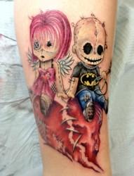 手臂和腿上超有个性的鬼娃娃纹身