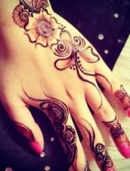 手背手指唯美的暂时性纹身