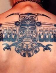 背部潮流时尚的图腾纹身