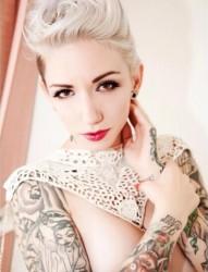 欧美性感美女的花臂写真