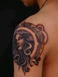 肩部美女头像纹身