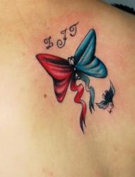 背部漂亮的蝴蝶结纹身