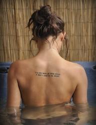 女性背部好看的英文纹身