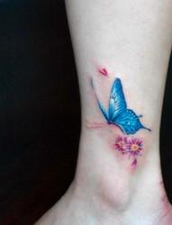 脚踝漂亮小巧的蝴蝶纹身