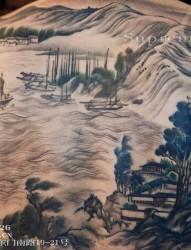 水墨风格满背山水纹身