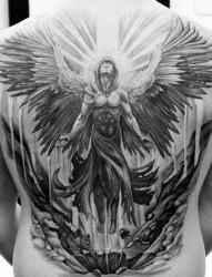 时尚的满背天使刺青