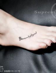 女生脚背性感英文纹身