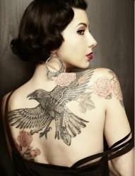 经典鹰雕纹身 女性不一样的美