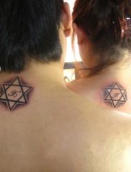 情侣六芒星图案纹身