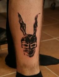 小腿部时尚的兔子刺青