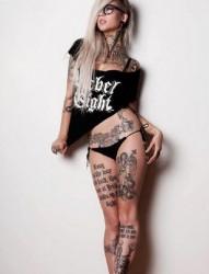 迷人美女全身纹身