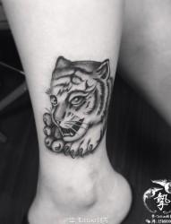 小腿小老虎纹身