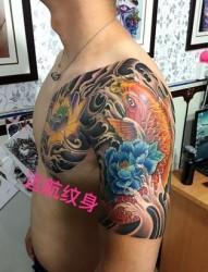 罗泾纹身店  荷花半甲纹身图案  鲤鱼半甲纹身  远航纹身