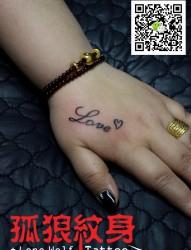 宝坻纹身 美女手背love英文纹身 孤狼纹身工作室作品
