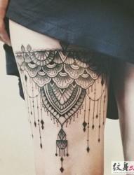 女生腿部大腿性感蕾丝纹身