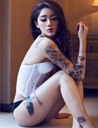 性感撩人的纹身美女