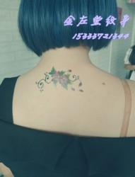 后颈部玫瑰纹身 安阳水冶纹身金左堂纹身