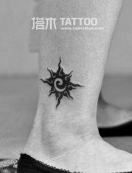 脚踝太阳图腾纹身图案