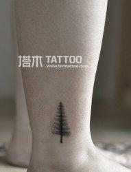 脚踝纹身小树纹身图案
