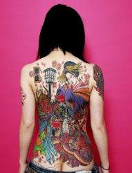 女性背部艺妓纹身图案