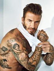 帅气的万人迷贝克汉姆和他的纹身图案