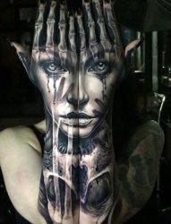 令人难以忘怀的超现实主义纹身图案来自于康诺利