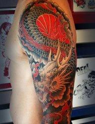 男性超帅气的花臂红龙纹身图片