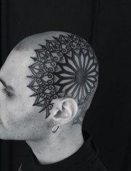 神圣的黑色几何花纹身图案来自于纹身师盖娜