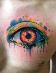 男性左胸部上眼睛纹身水彩泼墨纹身图案