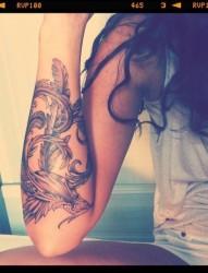 女性手臂黑白独特骷髅创意刺青