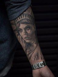 一组关于纽约城市和人物的黑白灰风格点刺纹身图案