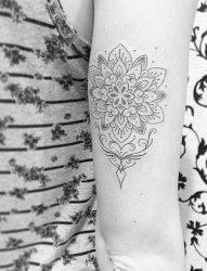一组黑白灰风格简约款简单个性线条纹身图案大全