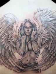 一组关于天使翅膀的黑色素描创意纹身图案