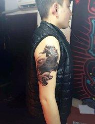 男性右大臂招财貔貅纹身
