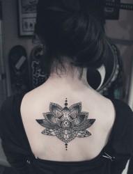美女后背梵花图腾时尚纹身图案
