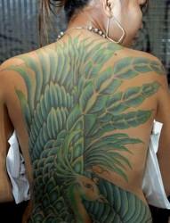 女士后背满背绿色孔雀纹身图案