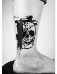腿部潮流帅气的骷髅纹身图案