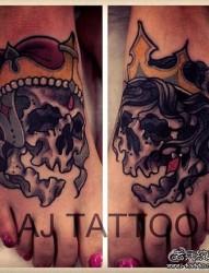 脚背潮流经典的黑灰骷髅纹身图案