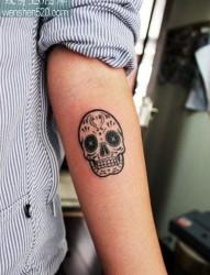 美女手臂好看的图腾骷髅纹身图案
