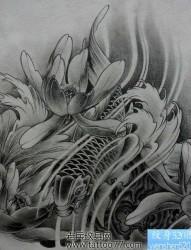 流行经典的鲤鱼莲花纹身手稿