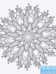 一张流行时尚的图腾花卉纹身图片