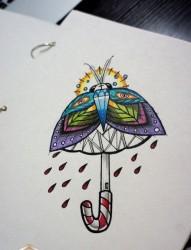 一张前卫经典的蛾子雨伞纹身图片