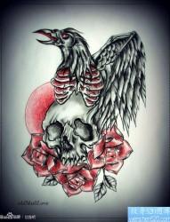 一张很酷前卫的乌鸦与骷髅纹身手稿