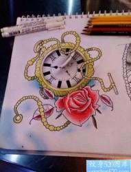 流行前卫的一张怀表玫瑰花纹身手稿