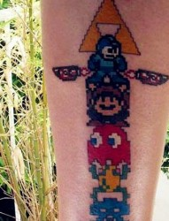 手臂上可爱的游戏人物纹身