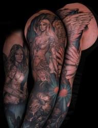 男生手臂漂亮的花臂天使翅膀纹身图片