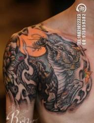 流行很酷的半甲麒麟纹身图片